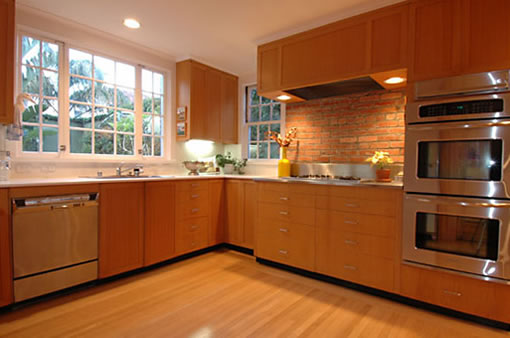 3040 Pacific: Kitchen
