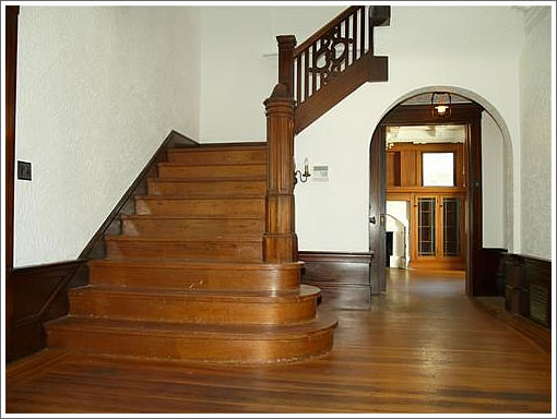 2645 Lincoln Way: Staircase