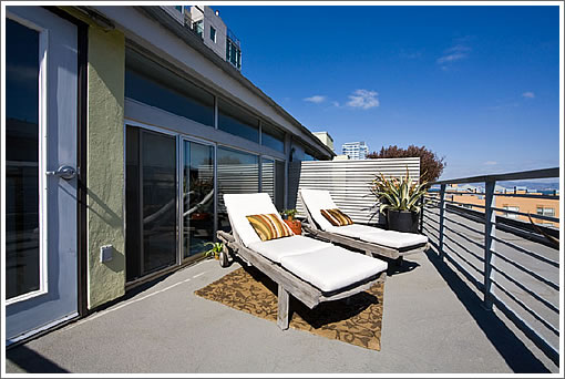 540 Delancy #401: Roof Deck