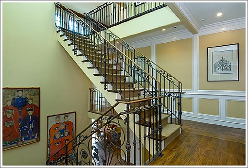 2775 Green Street: Stairs