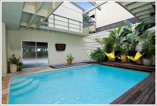 195 Beacon: Courtyard Pool