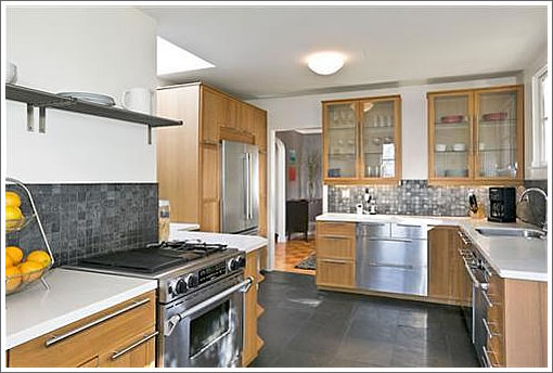 114 Crescent Avenue: Kitchen