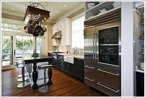 3176 Washington: Kitchen
