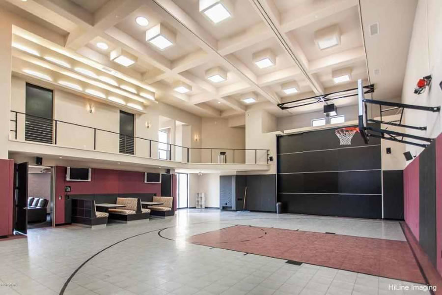 Tim Lincecum 's Paradise Valley Sport Court