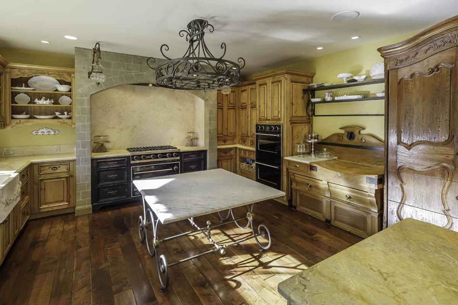 155 Kings Mountain Road Kitchen