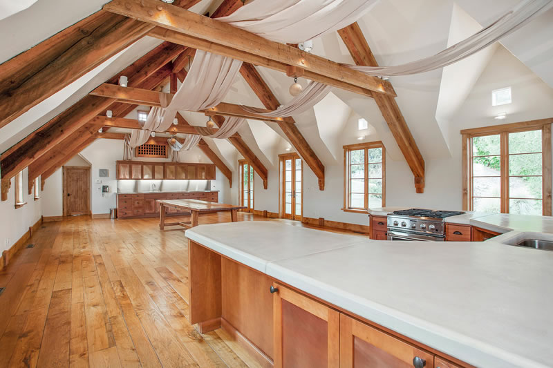 10 Winding Lane Carriage House Hall