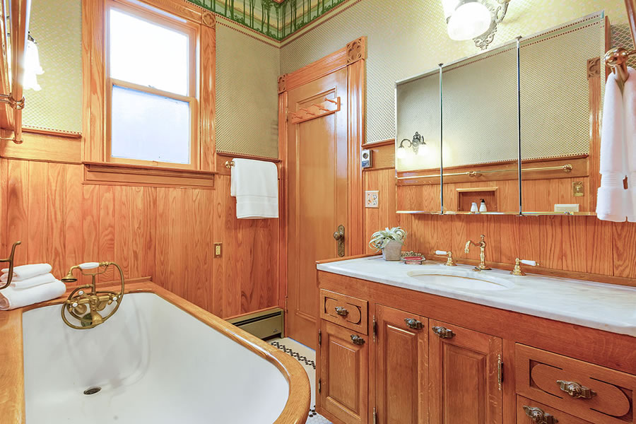 1315 Waller Bathroom