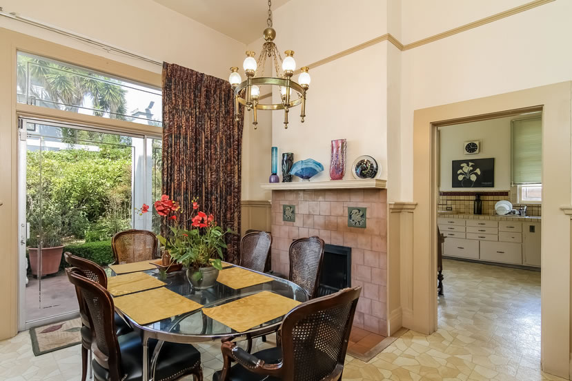 2840 Claremont Boulevard Breakfast Nook