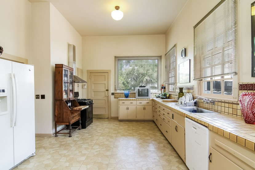 2840 Claremont Boulevard Kitchen