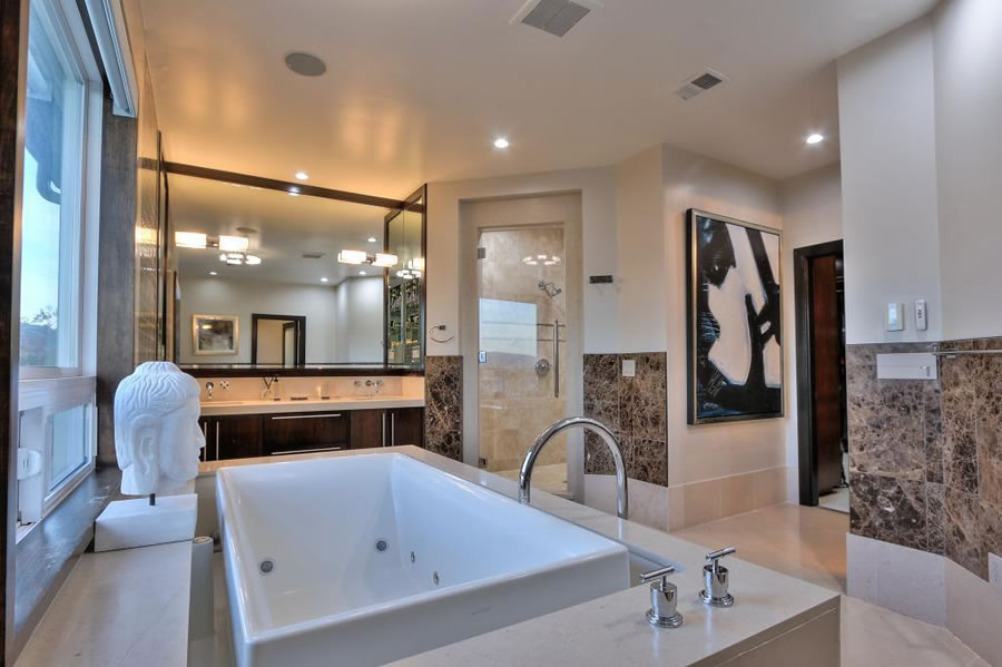 4903-eastbourne-court-master-bath