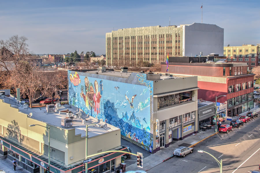 Landmark Uptown Oakland Club Building on the Market