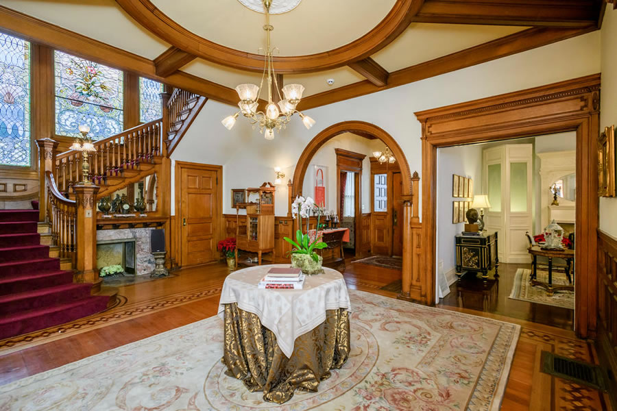 1701 Franklin Street Foyer