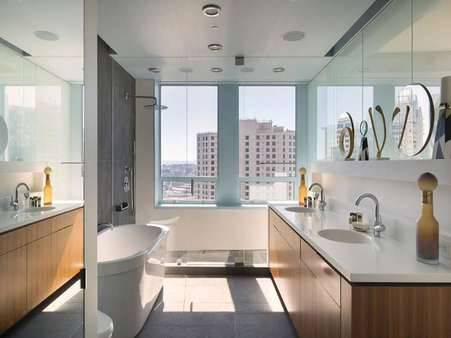 690 Market #2402 2018 - Bathroom
