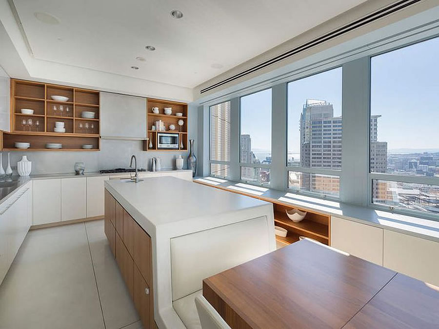690 Market #2402 2018 - Kitchen